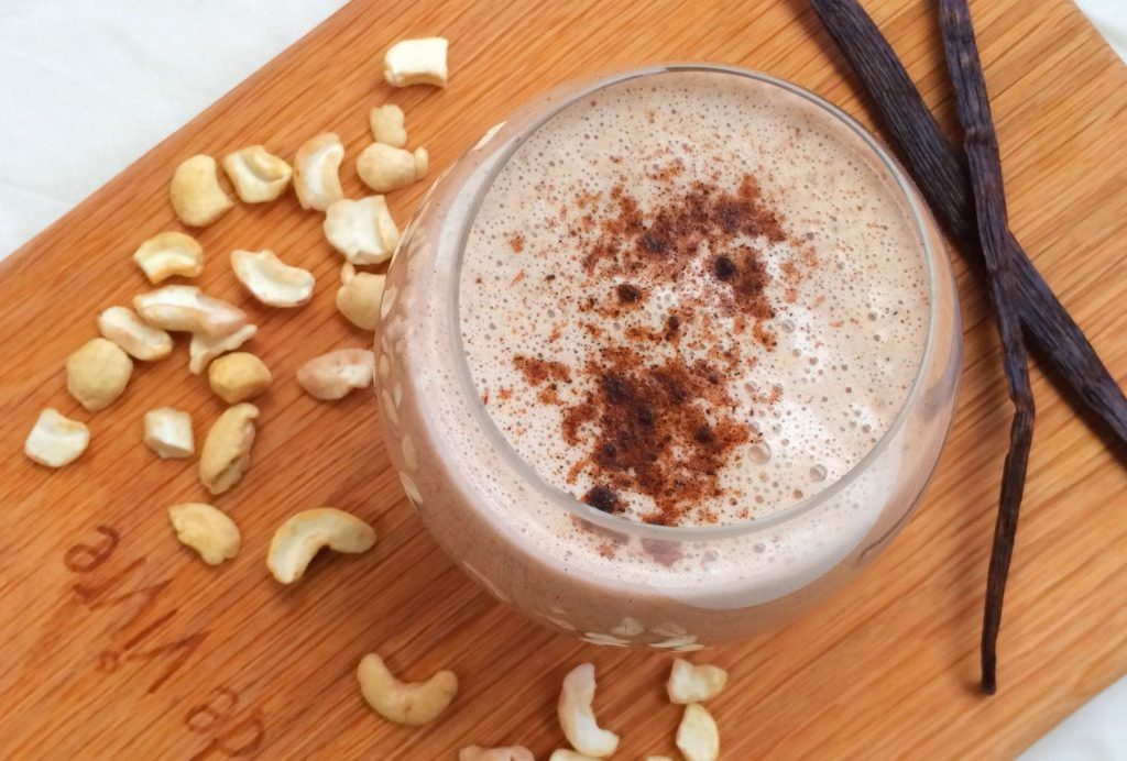 Recipe of the Day:    Creamy Vanilla Cashew Drink  :-)